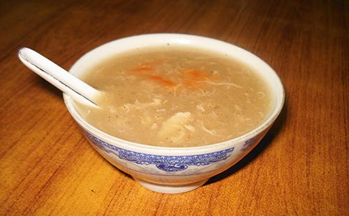 Куриный суп в плошке