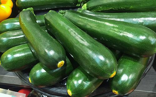 Ярко-зелёные кабачки
