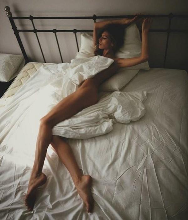 Звезды в постели: так спит Даша Малыгина - известная диджей и модель